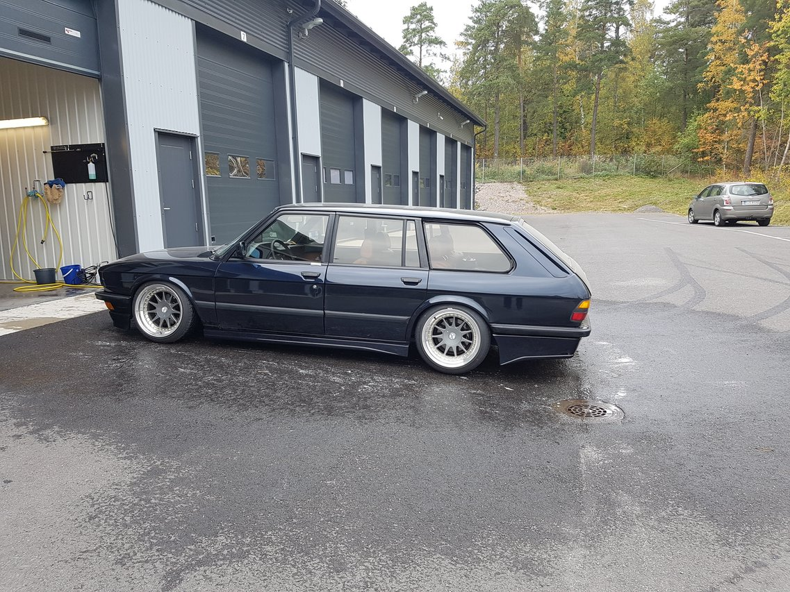allu_: BMW e28 535i Touring  20160923_151244