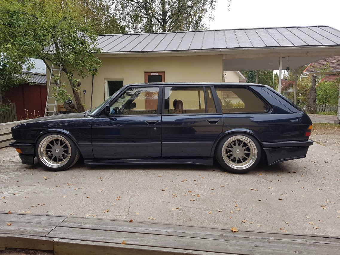 allu_: BMW e28 535i Touring  20160923_160551